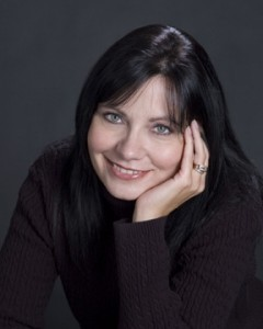 Anita Bruzzese, Syndicated Columnist